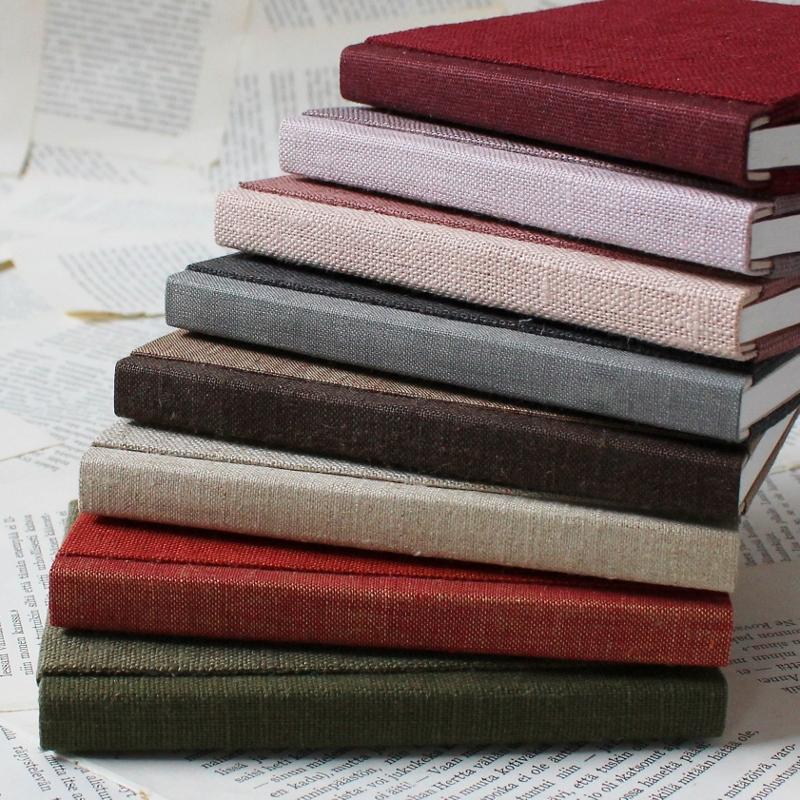 handmade linen notebooks by Kaija Rantakari / www.paperiaarre.com