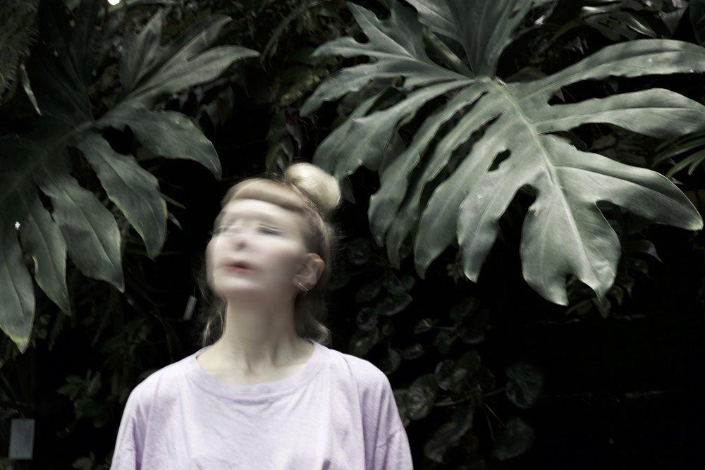 Deerest - Med influenser som Chelsea Wolfe, Stina Nordenstam och Xenia Krisiin utgörs musiken av ambient pop med inslag av postrock, drömmiga gitarrer, stora trummor och en röst som slår oss rakt i ansiktet.