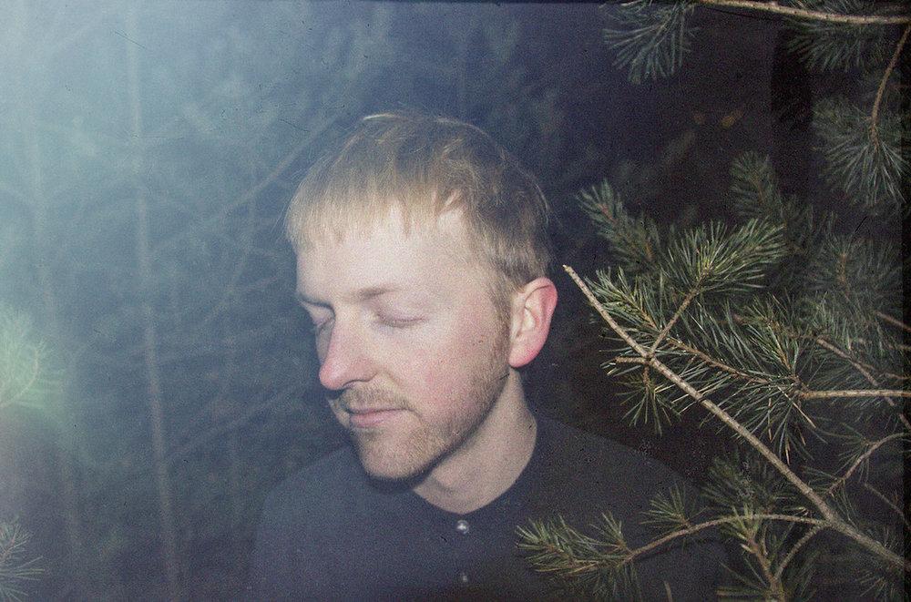 Monte Nour - Monte Nour är alias för värmländska låtskrivaren Philip Larsson som skriver färgstarka poplåtar med stora melodier och fängslande sväng.