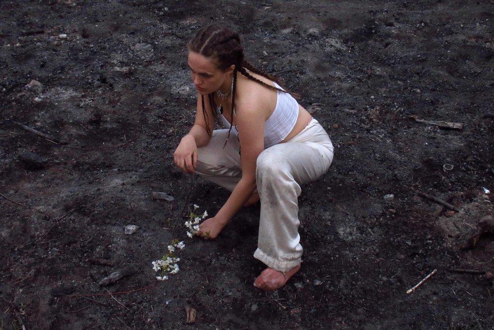 Coco Zodiac - Coco zodiac kombinerar sin musik med visuella ritualer i sina performance där en balans för alla sinnen är intuitionen...
