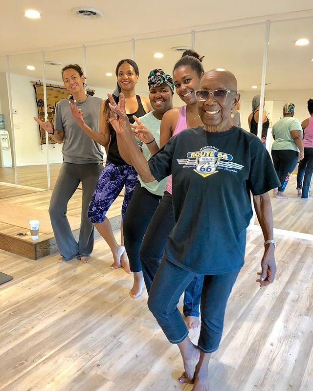 ✌🏾Peace and ❤️ love from our yogis. Yoga is for every body. . . . #yogaeverywhere #sandiegoyoga #yoga #lemongrove #sdyoga  #yogacommunity #californiayoga #yogalife #yogaforall #yogaforeverybody #igyoga #igyogacommunity #namaste #yogapractice #colorsofyoga #shadesofhealth #melaninandyoga #blackgirlsrock #blackgirlyoga #blackyogini #yogapath #yogisofcolor #namaslay #blackyogasuperstars #blackownedyogastudio #blackownedbusiness #yogapractice