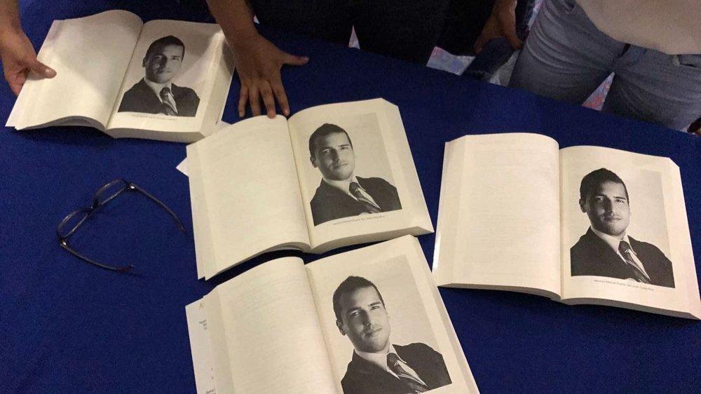"""Página 187 de la II edición del Libro """"El País Que Viene"""". La fotografía por el gentil patronicio de Anthony Murillo Photography."""