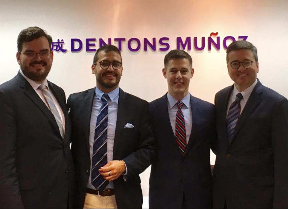 El equipo de Dentons, liderado por Pedro Muñoz junto con el Dr. John Corvino y Herman M. Duarte