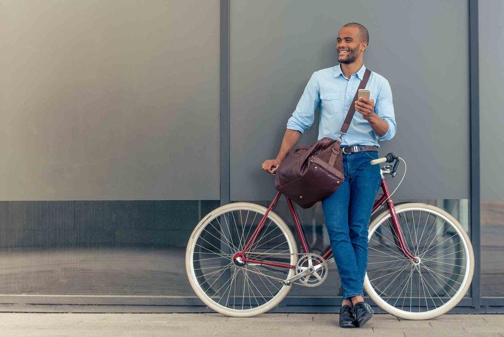web-Mann-Fahrrad-stehend.jpg