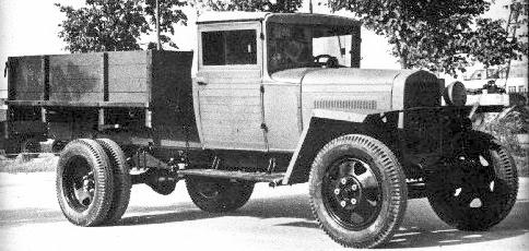 Wartime version of the GAZ-MM with one headlight and wooden cab.