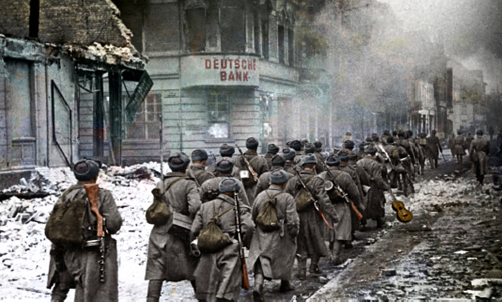 Soviet troops marching through the city Schneidemühl, February 1945.jpg
