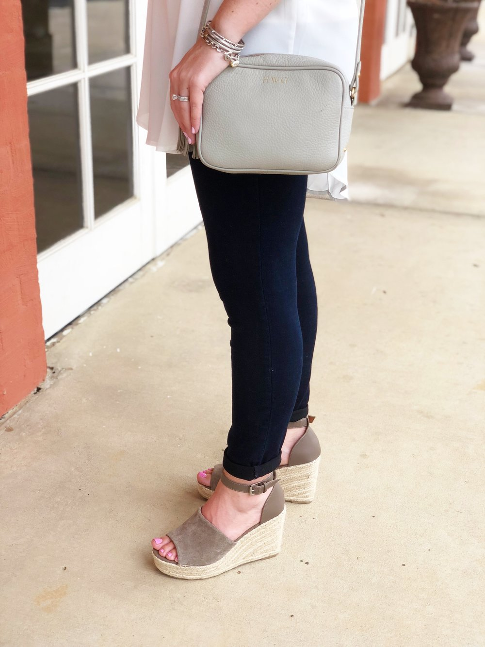 Outfit Details-   Tunic    (on sale for 33% off!)  |   Jeggings   |   Wedges   |  Bag
