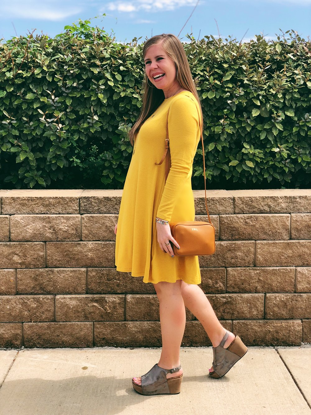 Crossbody Bag      //      Dress      //      Shoes