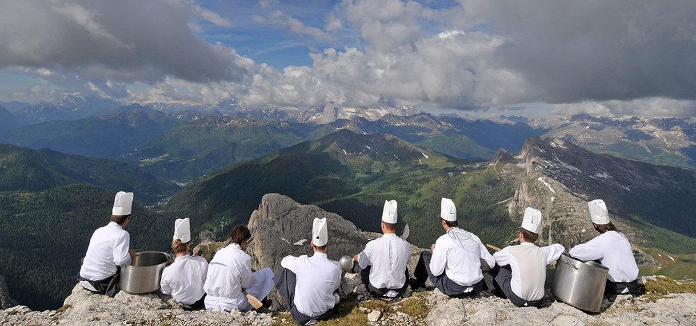 foodkoeche-berg-sitzen-panorama-01.jpg