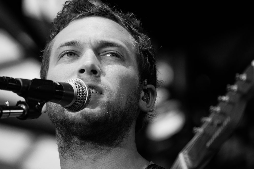 Phillip Phillips on the Peoria Riverfront (© Mike Rundle)