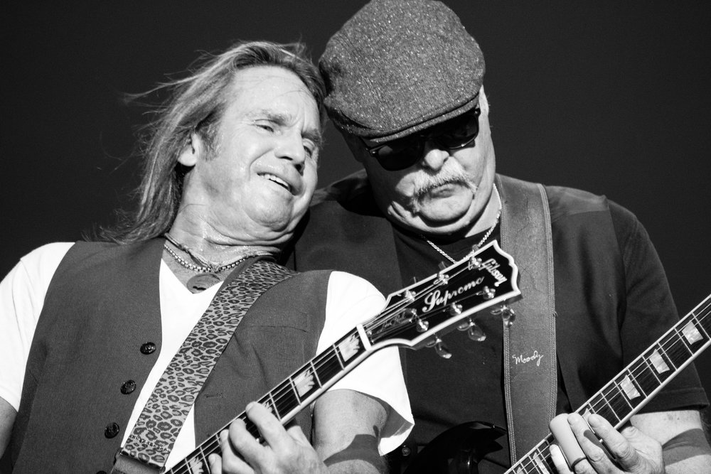 Charlie Huhn and Bryan Bassett of Foghat (© Mike Rundle)