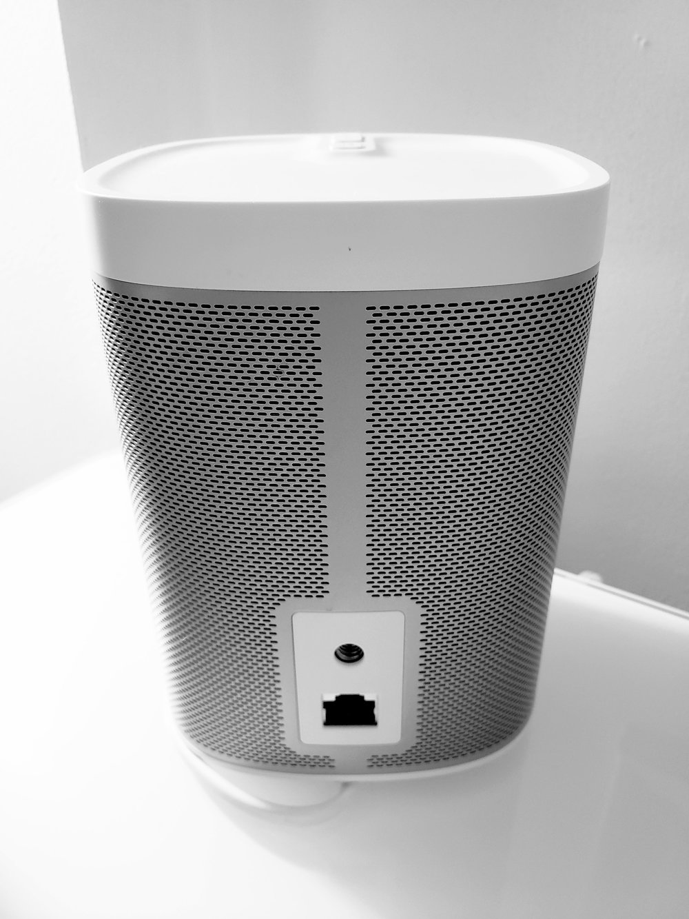 Sonos Play 1 Review: The  Sonos Play 1  can connect through wifi or a hardwired ethernet connection. A screw mounting port is also included for mounting sonos on walls or speaker stands.