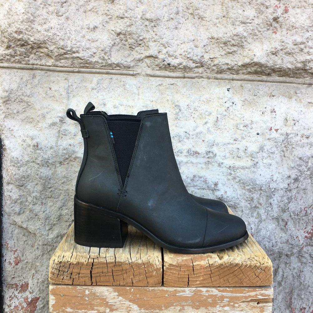 Esme Black Leather -
