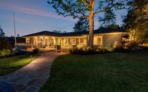 955 Stow Lane, Lafayette   4 Beds | 5.5 Baths  $3,000,000  Represented: Seller