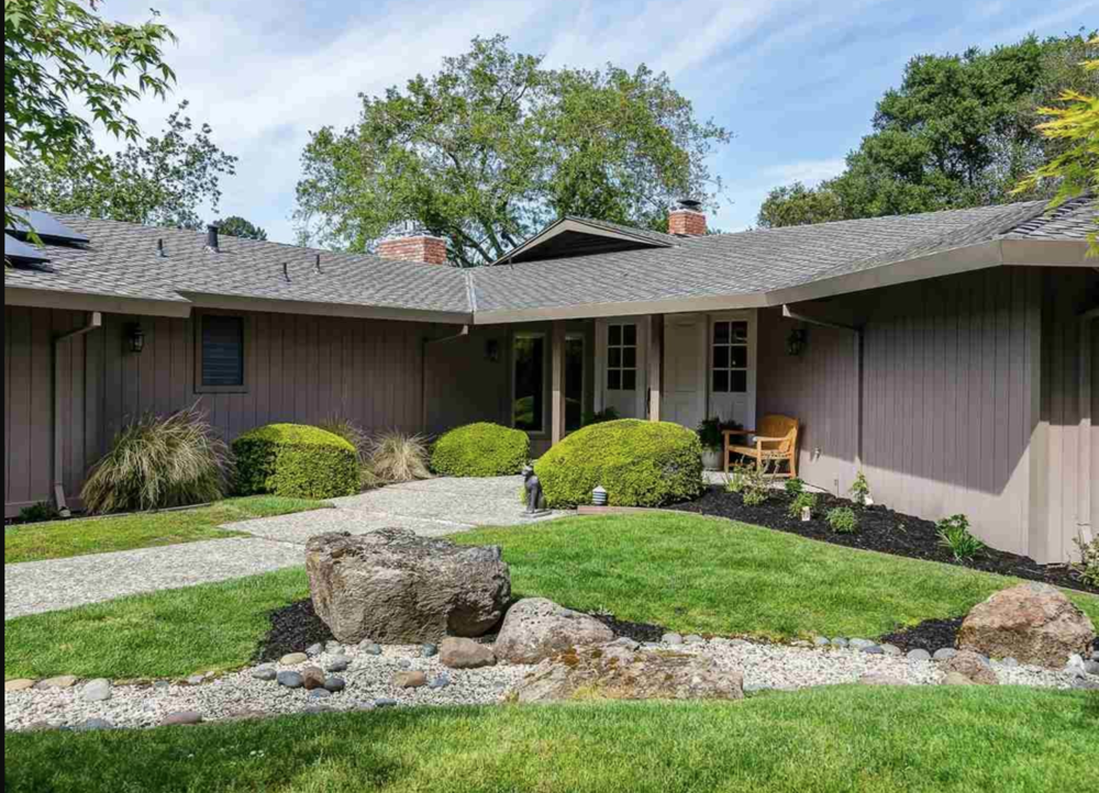 684 Fox Run, Orinda   3BD | 3BA  $1,470,000  Represented: Buyer
