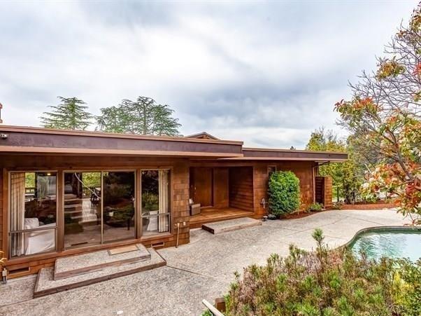 32 Coachwood Ter, Orinda   3 Beds | 2.5 Baths  $1,661,500  Represented: Buyer