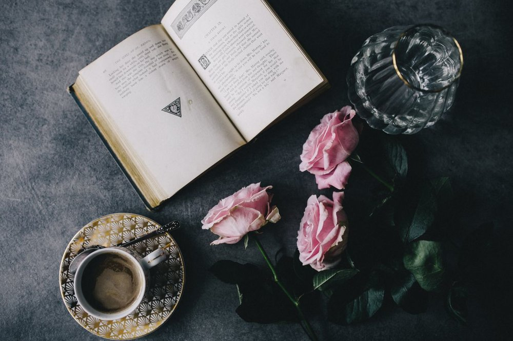 kaboompics_Lovely roseses, book and coffee.jpg