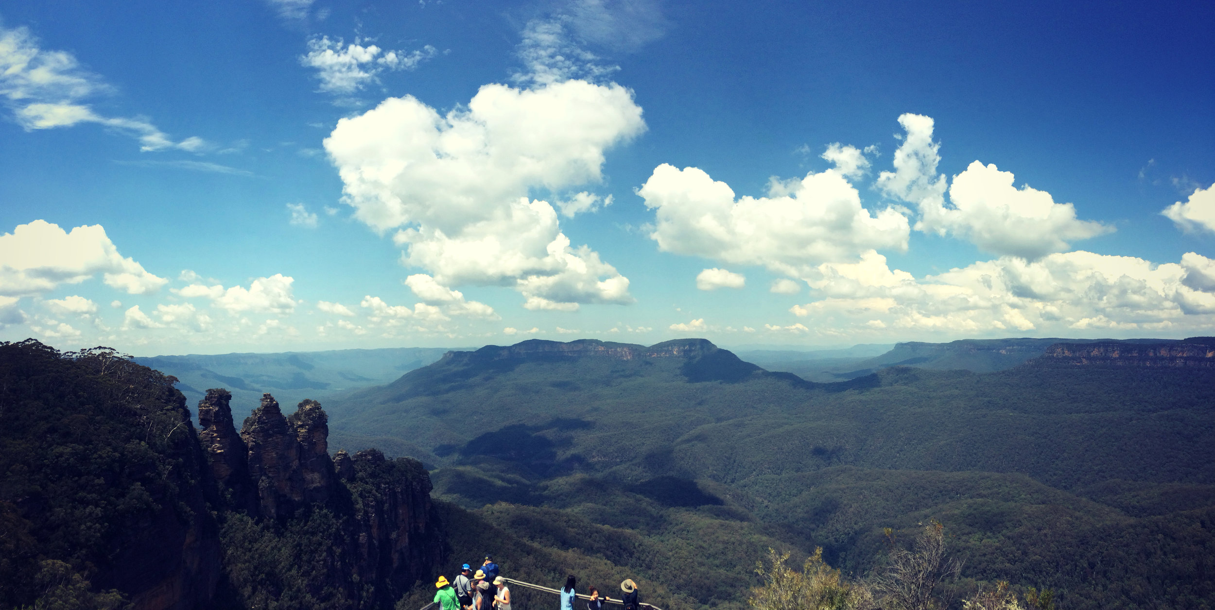 Main panorama to the Blue Mountains with the Three Sisters