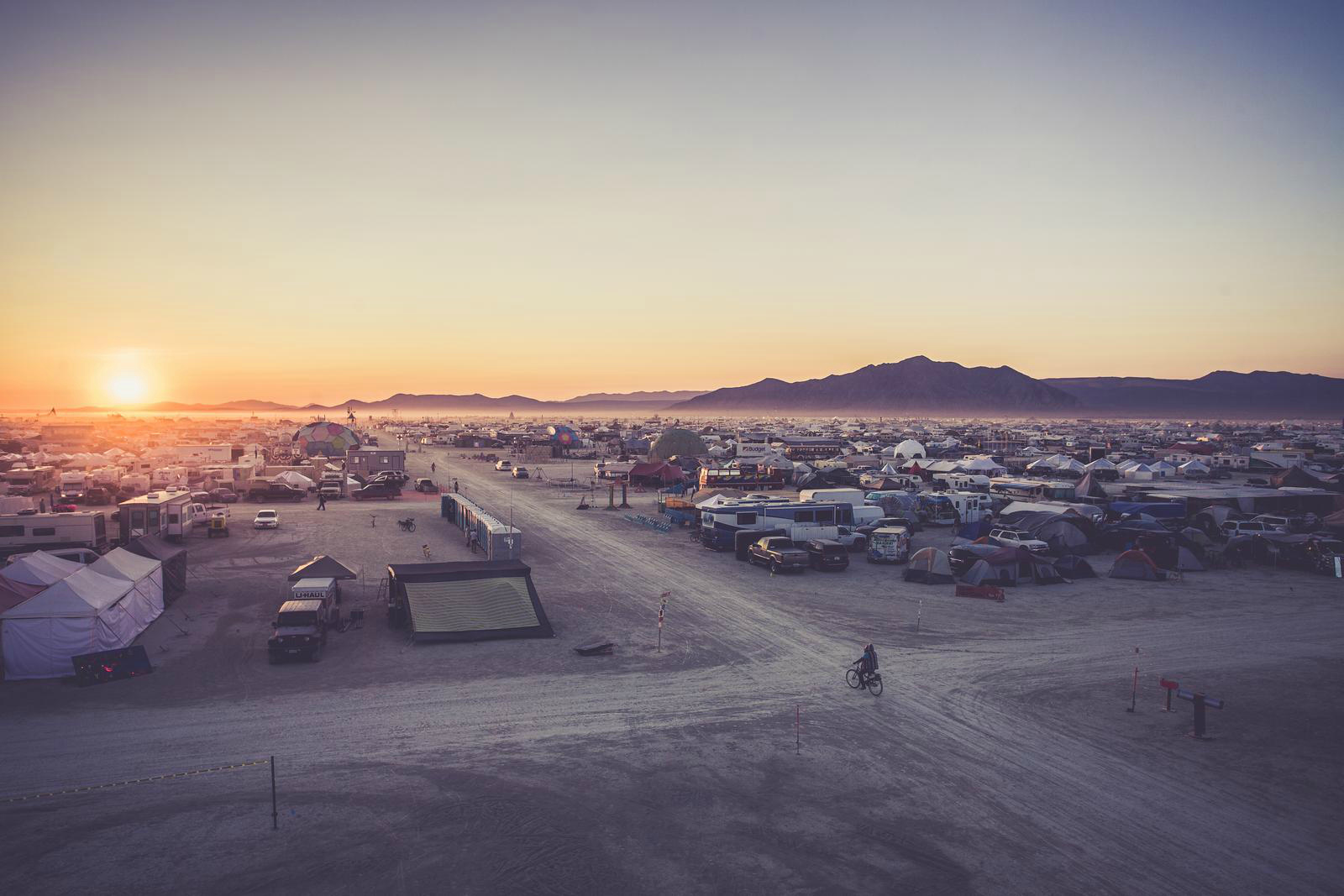 Lever de soleil a Burning Man. Photo: Remi Jaouen