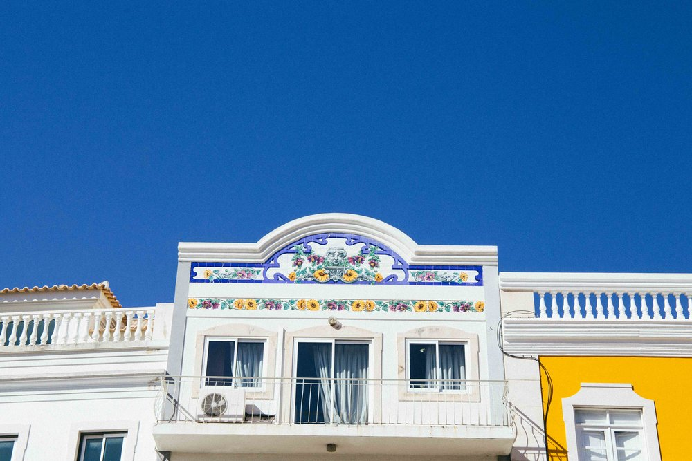 A typical balcony in Loule, Algarve, Portugal. Photo: Marine Raynard