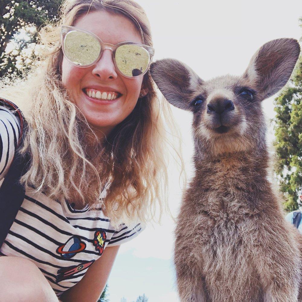 G'day Mate! - Moi, c'est Marine et bienvenue sur mon blog franco-australien The Frenchie Escapes. Ici je partage mon amour pour l'Australie, Sydney et voyages. Tout cela en photos, videos et récits évidemment!Je vis à Sydney depuis Septembre 2014 et connait la ville par coeur, y travaille pour Club Med comme Design Content Specialist et surtout aie une vraie passion pour le surf depuis que je suis arrivée.Suivez mes aventures quotidiennes sur INSTAGRAM ICI ou FACEBOOK ICI.Bonne lecture et aventures !Marine - The Frenchie Escapes