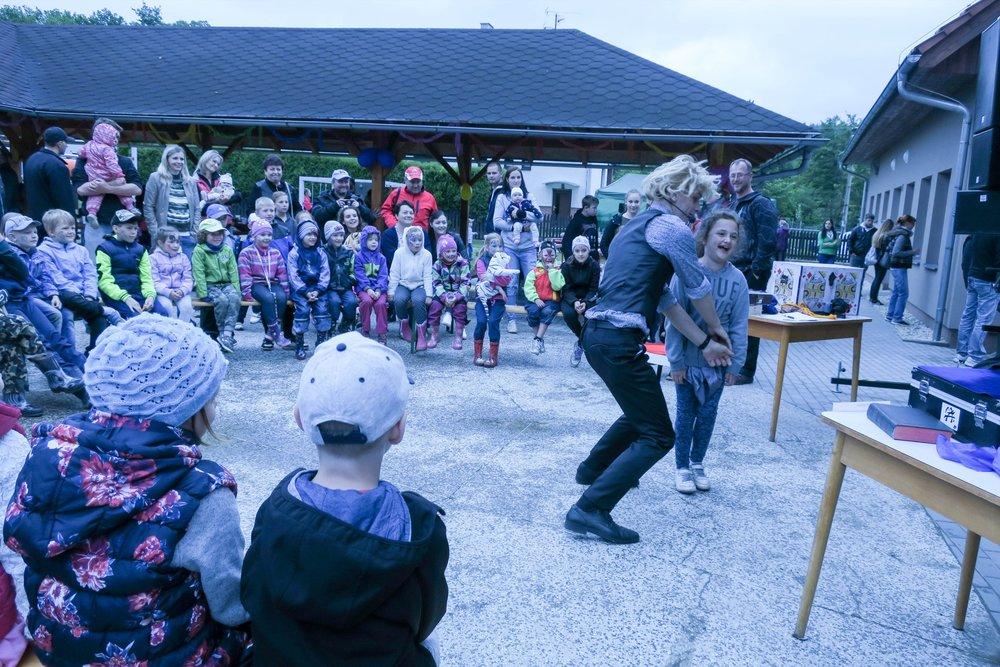 Den dětí | Lutonina