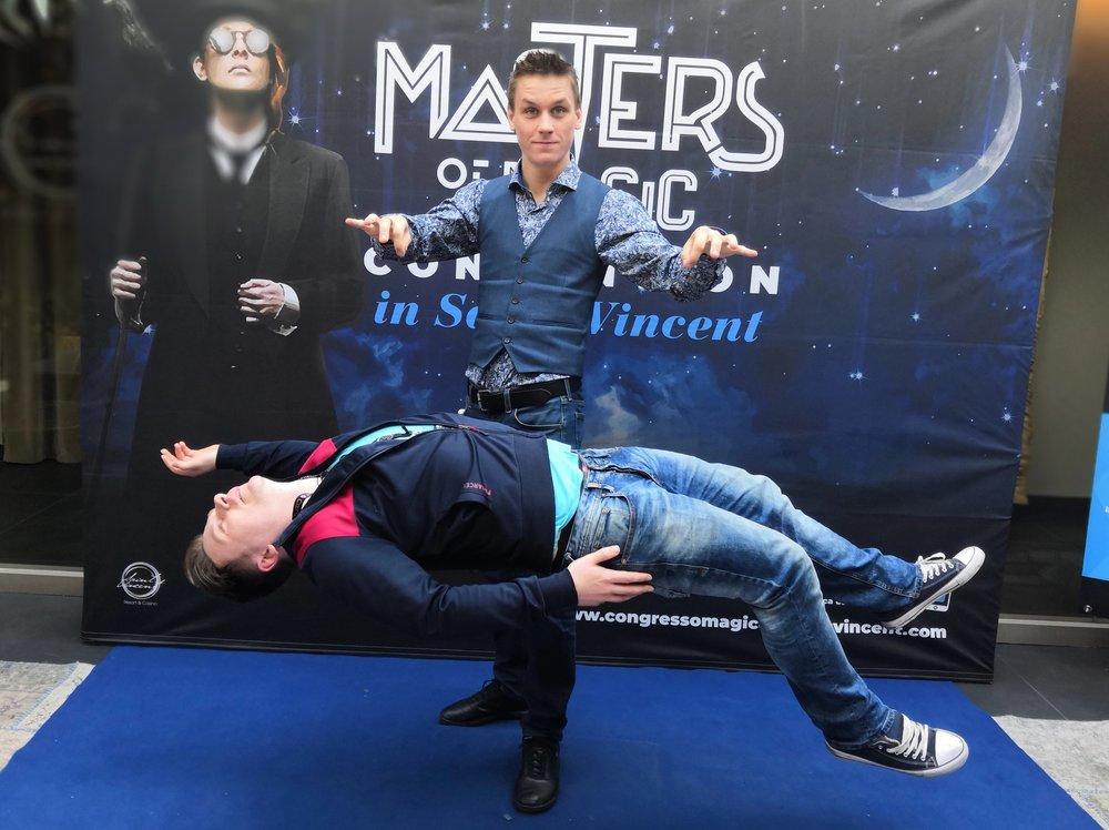 saint-vincent-masters-of-magic-levitace.jpg