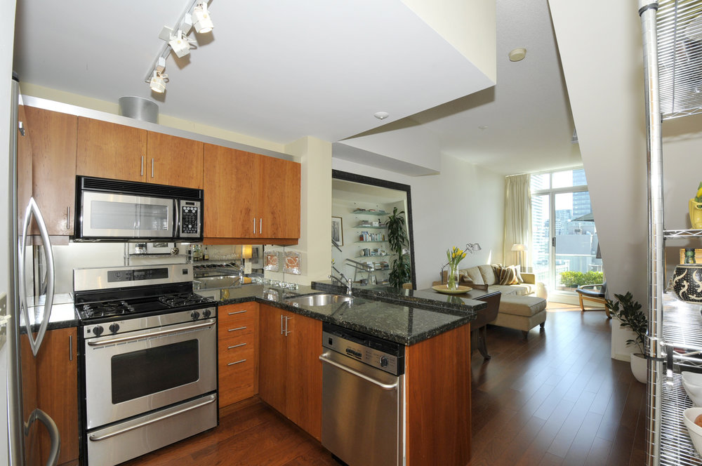 Kitchen:Living Rm, 388 Richmond St W, #1111, Luba Beléy .jpg