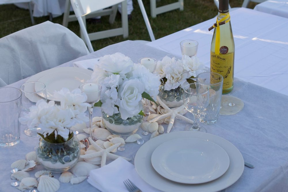 Diner en Blanc tablescape by Aaron Clay (Tablescape by Jennifer Thompson)