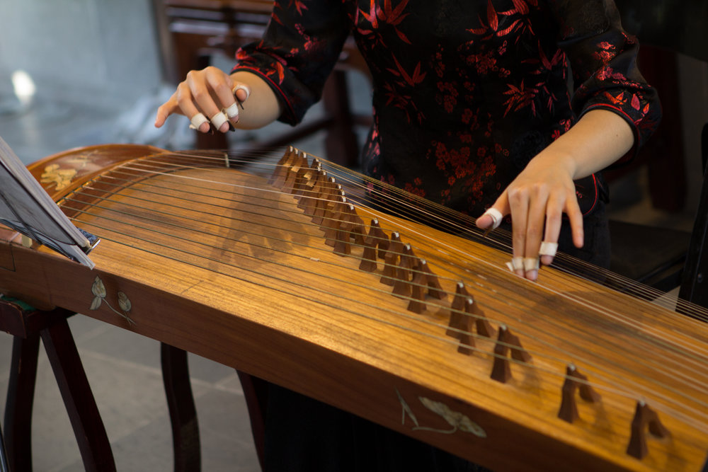 Chinese guzheng by Aaron Clay
