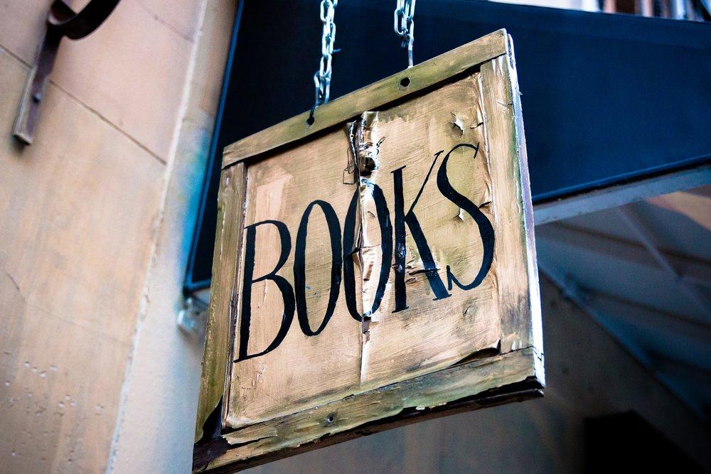 Books sign by César Viteri