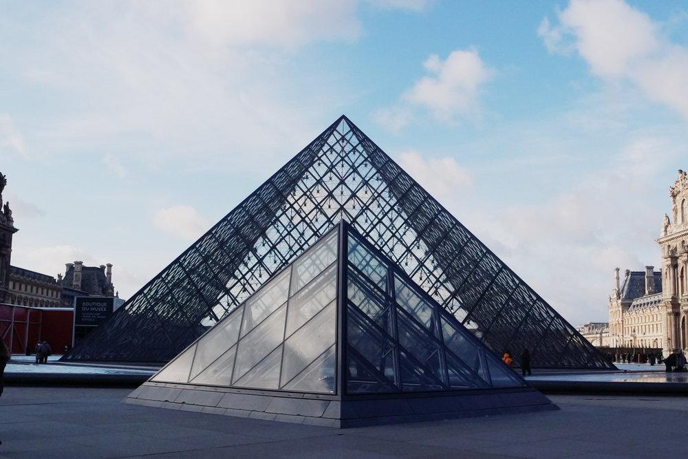 Pont des Arts, Louvre