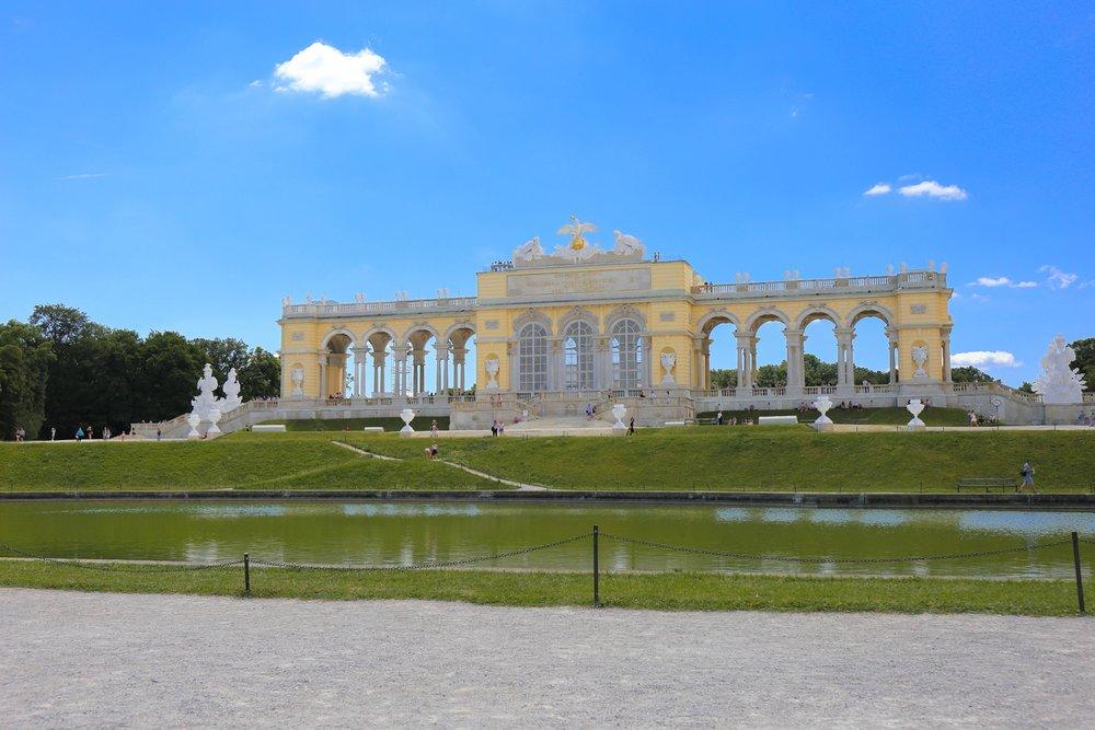 Schonbrunn Palace Vienna — SCHONBRUNN BERG