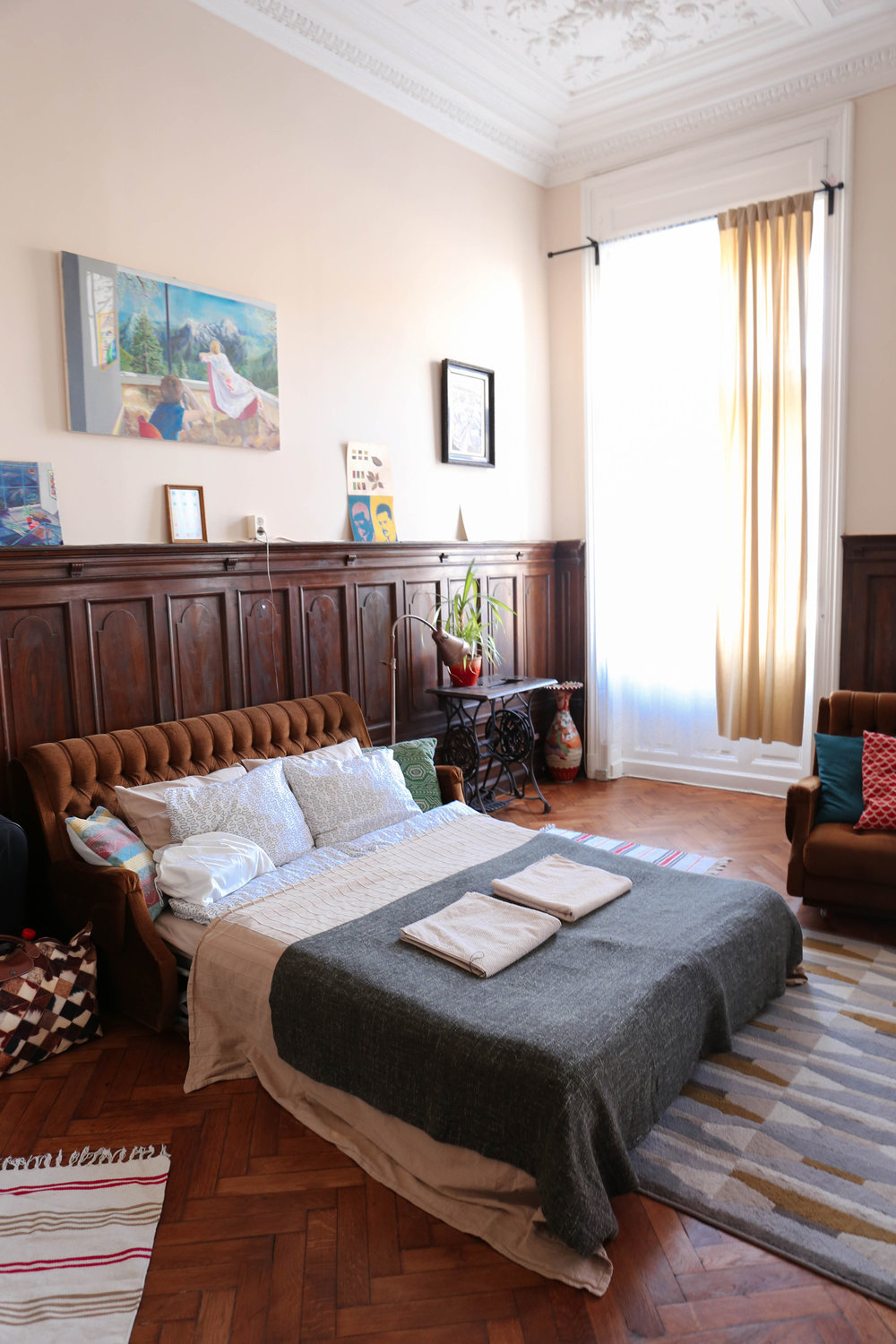 Budapest cozy chic airbnb: Lounding space / Bedroom