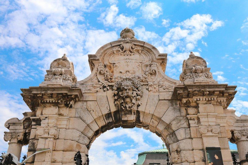 budapest turul statue