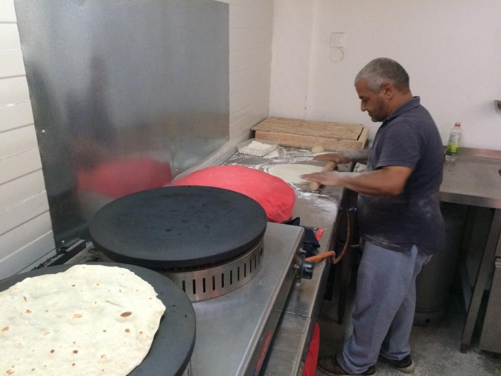 Der Bäcker aus Aleppo - von der Strassse zurück in die Bäckerei.