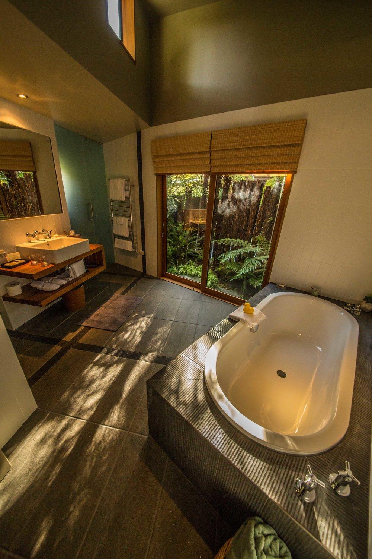 Admirals Room - Bathroom