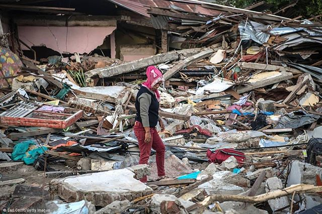 Repost @oxfaminternational On Friday 28 September, a devastating earthquake followed by a tsunami hit Central Sulawesi, Indonesia. At least 840 people were killed, and hundreds of houses and buildings have collapsed. More than 300,000 people are thought to be homeless. 🔸️ Emergency services fear that the death toll could rise into the thousands as rescue teams made contact with the nearby cities of Donggala and Mamuju and strong aftershocks continue to rock the city. 🔸️ Together with local partners, we are scaling up our response via @oxfamdiindonesia to support 500,000 people with essential aid supplies like ready-to-eat food, water purification kits an shelter packs. 🔸️ In the photo: A woman looks through the rubble of a building that was destroyed by the tsunami on October 1, 2018 in Palu, Indonesia. 🔸️ Photo: Carl Court/Getty Images #Indonesia #earthquake #tsunami #Oxfam #Sulawesi #Palu #humanitarian #donate