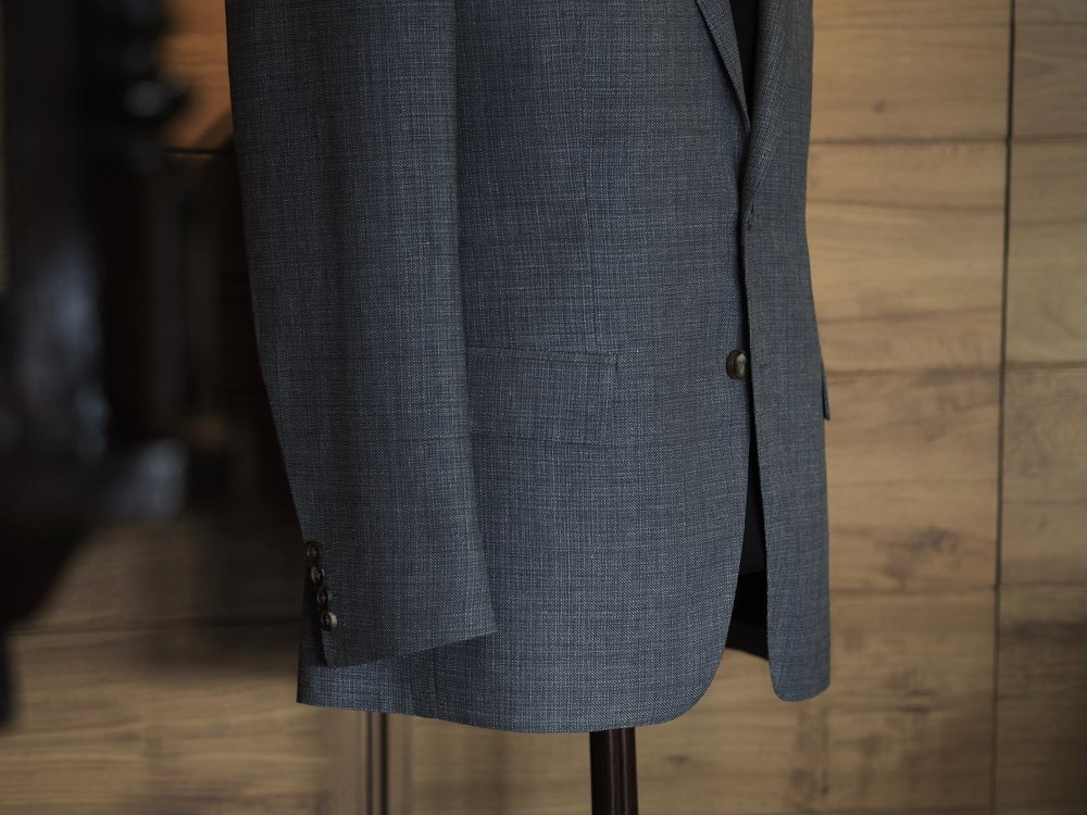 Fabric : Pure Wool - 100% Wool from England and Italy (Piacenza, Loro Piana, Holland & Sherry, Dormieul, Vitale Barberis Canonico, Canclini, Bower Roebuck)Suit (2-piece suit) : from THB 42,000Jacket : THB 32,000Trousers : THB 10,000