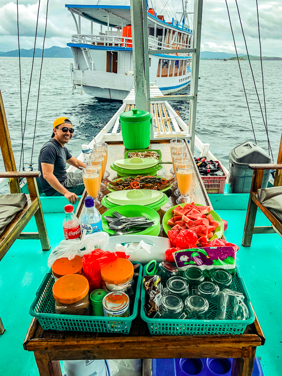 Lunch on the boat after Kanawa Island