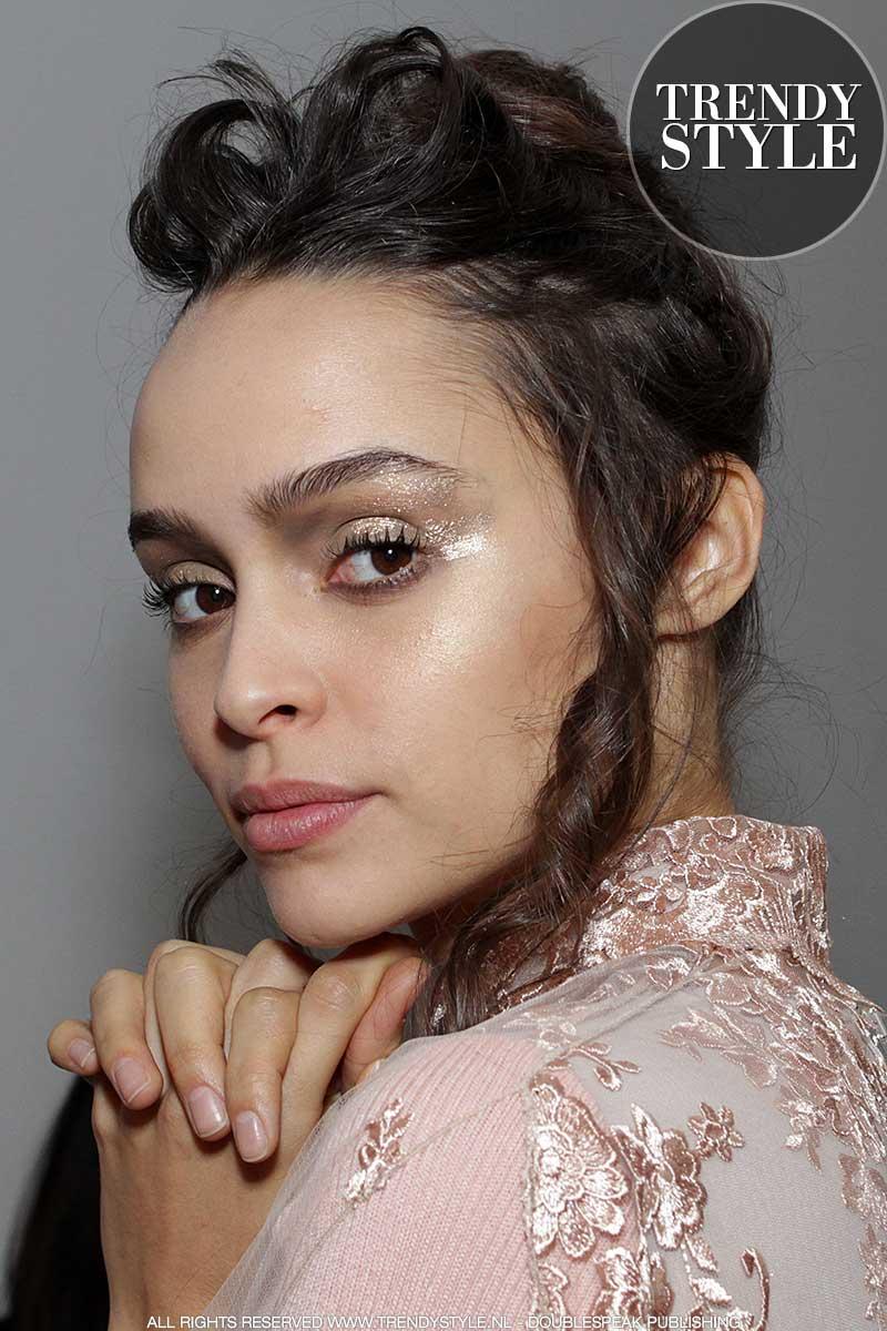 makeup-trends-winter-2018-2019-07 - Copy.jpg