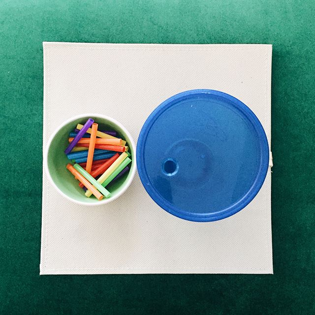 A little activity that my nephew used to love as a baby! Now it is one of my son's favorites as well! 🌈✨ • • • #montessoriactivities