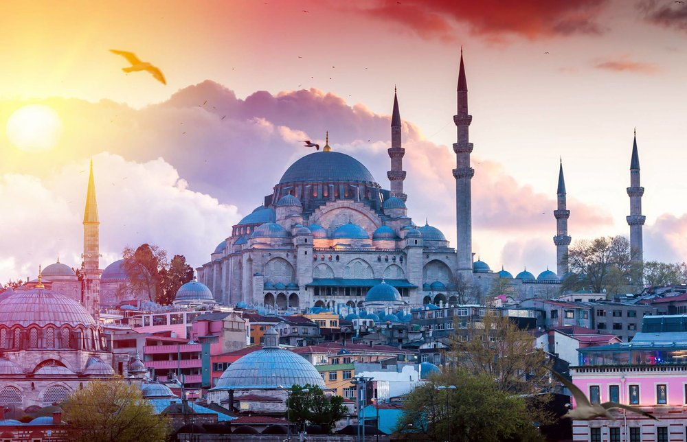 Enjoy Istanbul with eTips Travel Guide for iPhone, iPad & AppleWatch