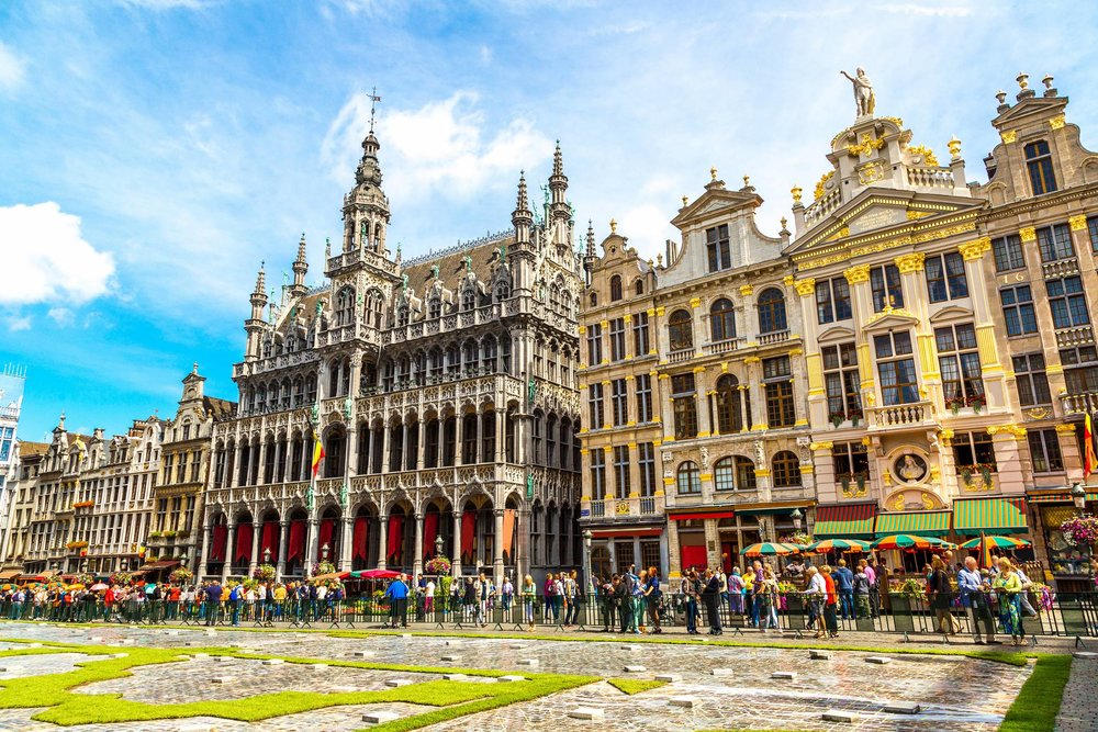 Travel to Brussels with our Travel Guide for iPhone, iPad and AppleWatch