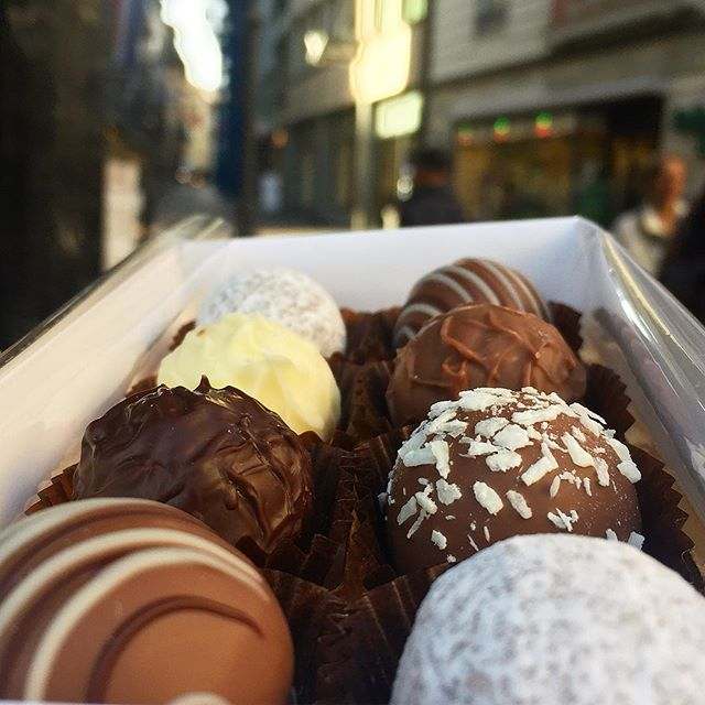 Craving these gourmet chocolate balls from Switzerland 🇨🇭
