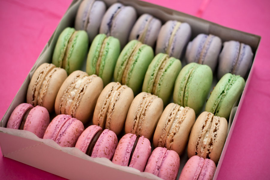 super-bowl-macarons
