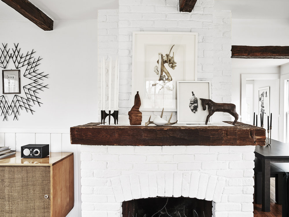 re_sitting_rm_1630729_fireplace_72.jpg
