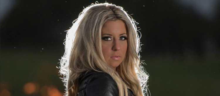 Lisa Moen  Singer/Songwriter
