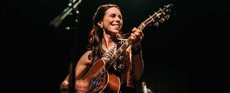 Amanda Hagel  Country Singer/Songwriter