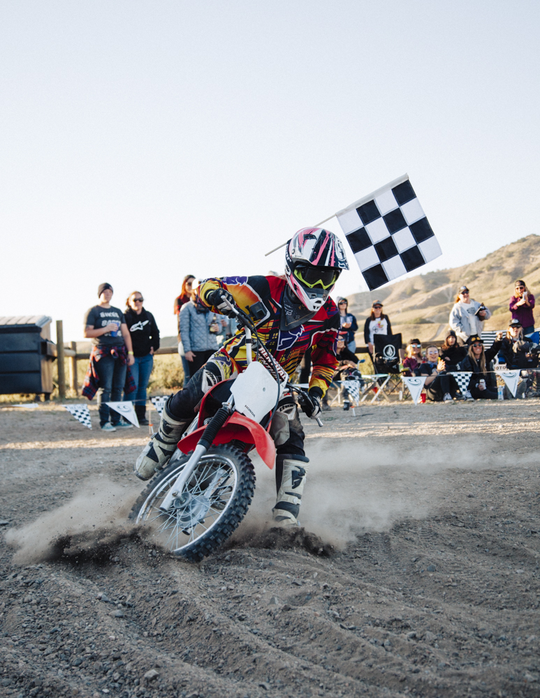 women-motorcyle-dirtbike-camp-female-badass-motorbike-racing-california-oregon-02